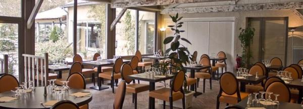 Déjeuner et dîner à l'hotellerie de la cascade